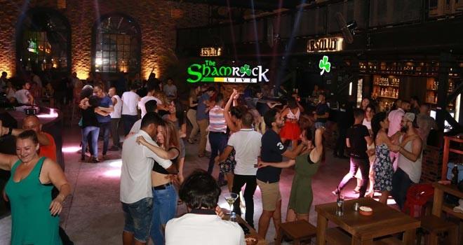 Shamrocklive Bar'da Latin rüzgârı esti