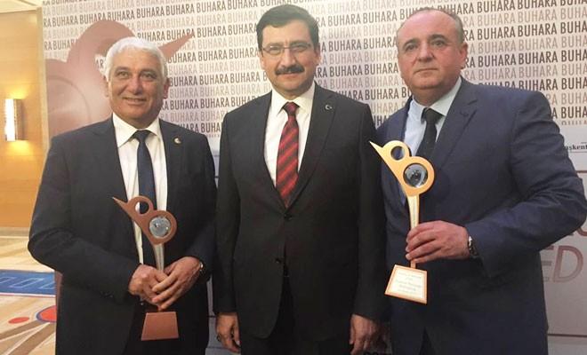 """Özçınar'a """"Sosyal Belediyecilik"""" ödülü verildi"""