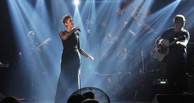 2 bin kişi, Sıla'nın vokalisti oldu