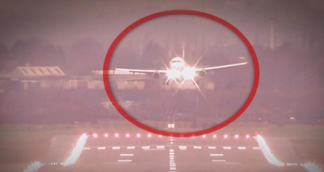 Uçaklar Londra'ya inemedi