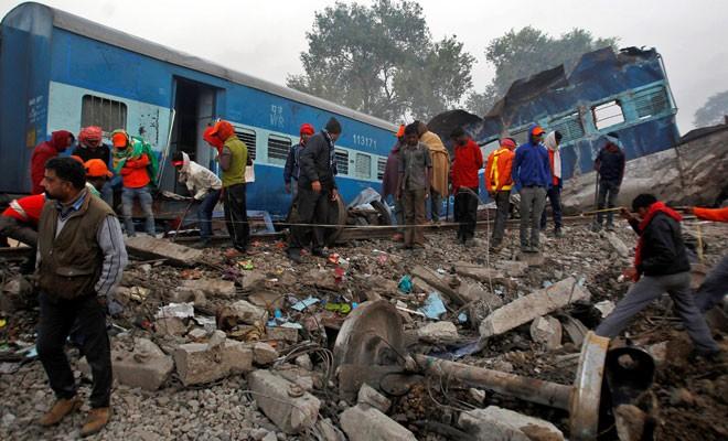 Tren raydan çıktı, 145 kişi yaşamını yitirdi