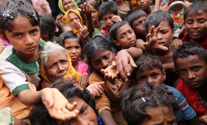 100 binin üzerinde Arakan Müslümanı Bangladeş'e kaçtı