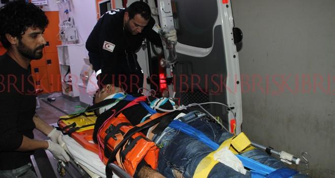 Paketçi genç ağır yaralandı