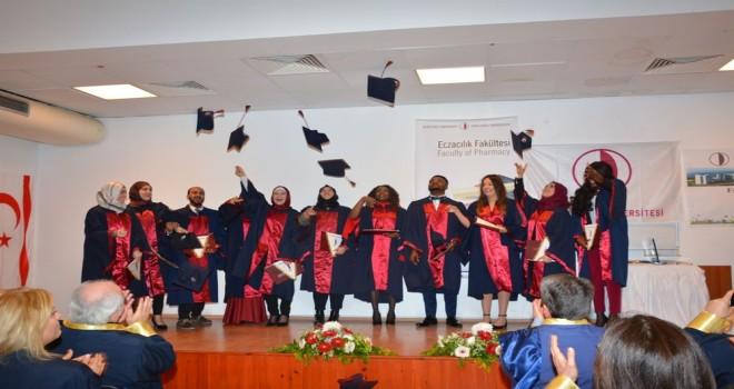 Eczacılık Fakültesi 2017-2018 Güz Dönemi mezunları diplomalarını aldı