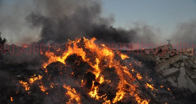 Çöpler cayır cayır yandı; gökyüzünü kara duman sardı