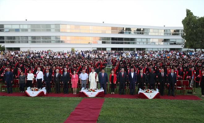 1350 öğrenci diplomasını aldı