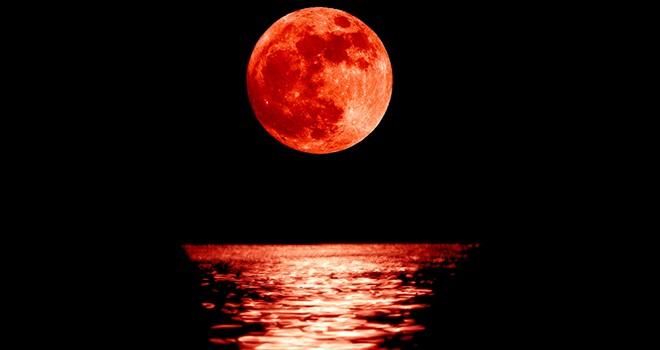 """""""Kanlı Ay"""" tutulması bugün"""