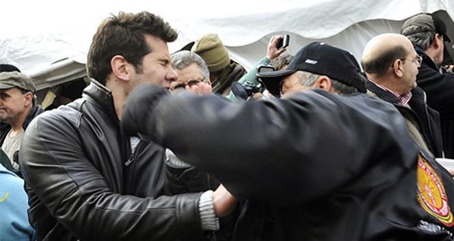 Yeri Belediye Başkanı vatandaş tarafından dövüldü