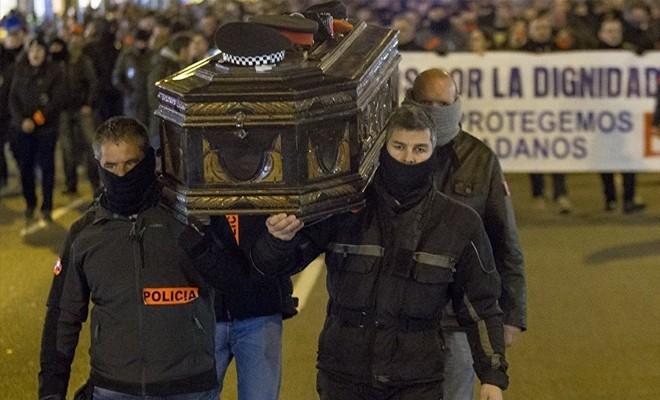 İspanya'da polisler sokağa döküldü