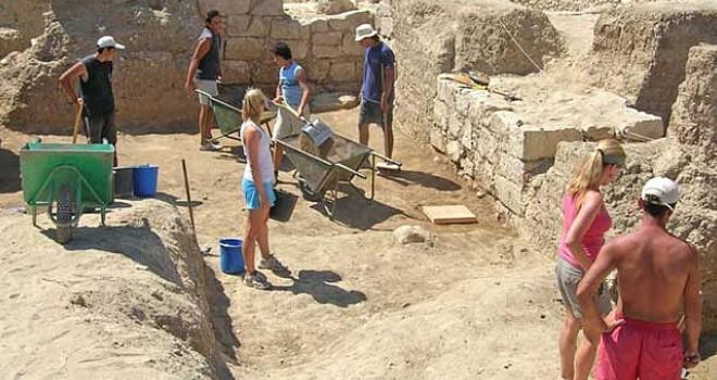 Atalasa Akıl Hastanesi'ndeki kazılar başladı