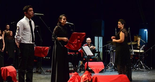LBO Halk Müziği Korosu konser verdi