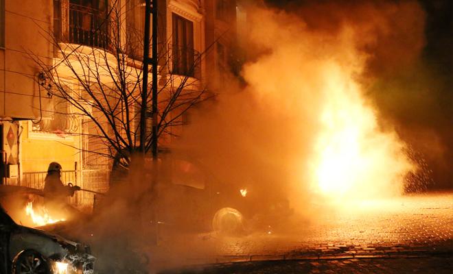 Güney Kıbrıs'ta gazetecinin aracı yakıldı!