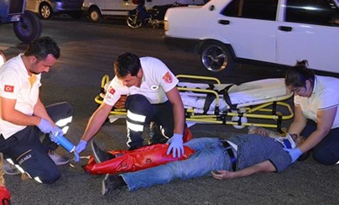 İstiklal Marşı çalınırken duran vatandaşa otomobil çarptı