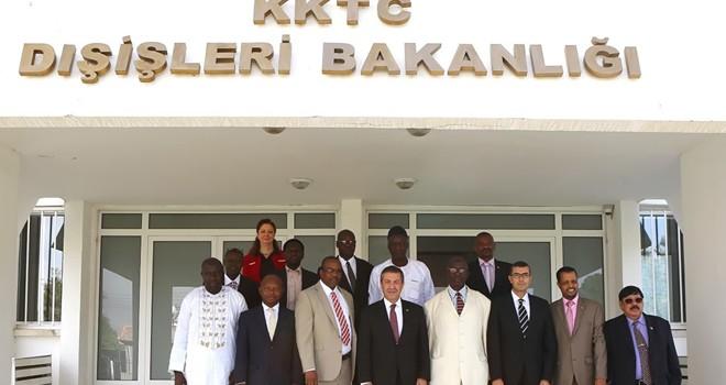 Ertuğruloğlu, yabancı gazetecilere brifing verdi