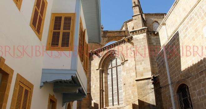 İki tarihi cami restore edilecek
