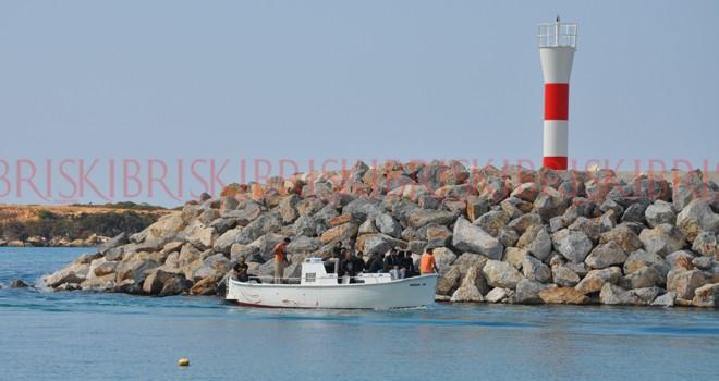 Tekneden 24 Suriyeli mülteci çıktı