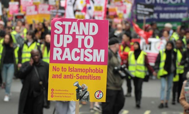 Londra, ırkçılığa karşı ayaklandı