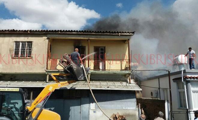 Yangın, evi kullanılamaz hale getirdi