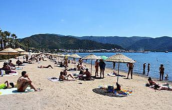 Turizm merkezlerinde güneşli hava