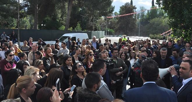 Geçici memurlar Meclis önünde 3 saat geçirdi
