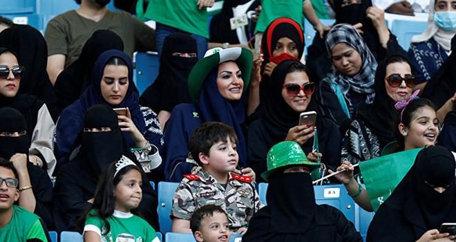 Suudi Arabistan'da kadınlara stadyuma giriş izni verildi