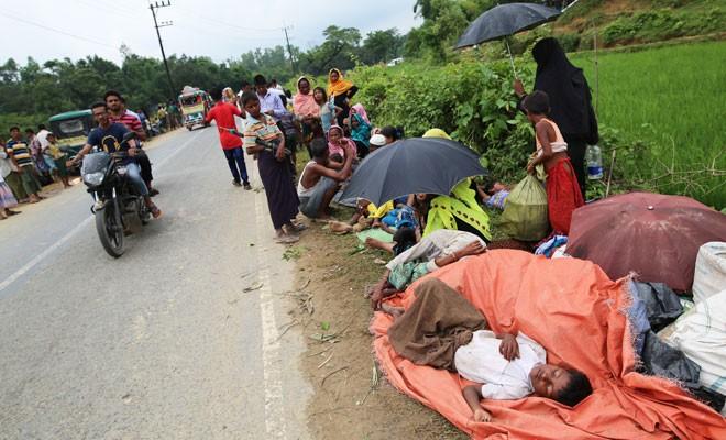 290 bin Arakanlı Müslüman Bangladesş'e sığındı