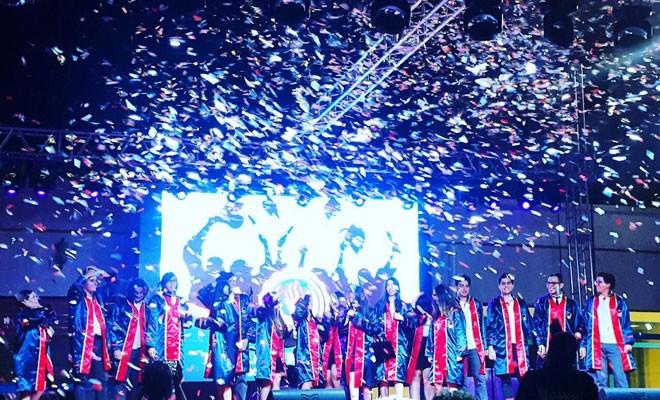 Türkeş, TED mezunlarına diplomalarını verdi