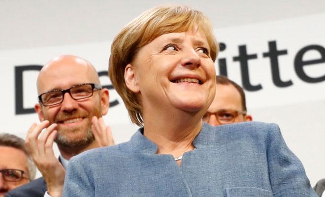 Seçimin galibi Merkel