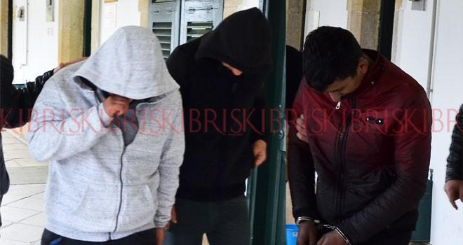 Büfe hırsızları yakayı ele verdi