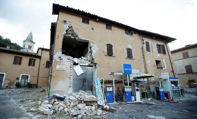 İtalya depremlerle sallandı
