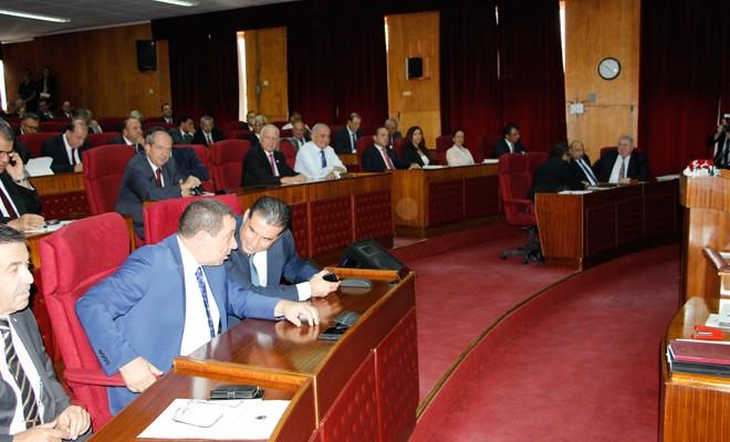 Meclis'te gerginlik: Denktaş meclisi terk etti