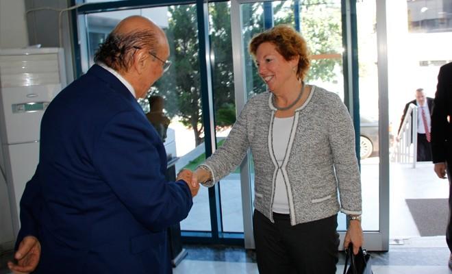 ABD Büyükelçisi, KIBRIS Medya Grubu'nu ziyaret etti