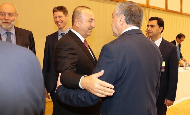 Akıncı, Çavuşoğlu ve siyasi parti temsilcileriyle bir arada