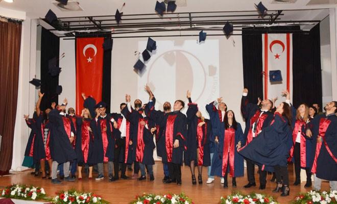 YDÜ mezunları diplomalarını aldı