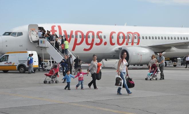 Uçuşunu iptal eden yolcular oldu