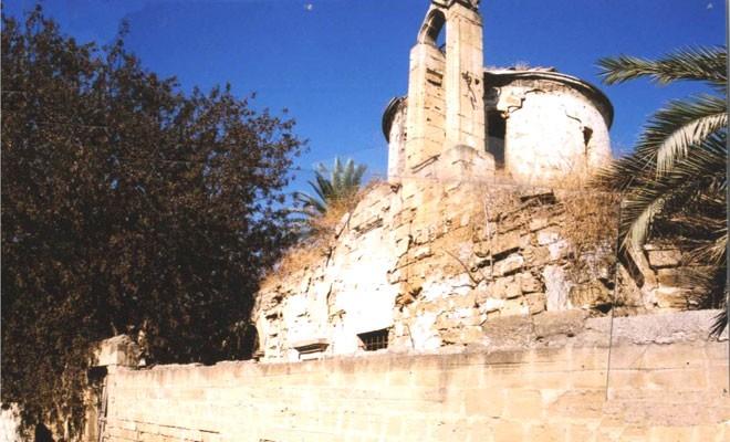 Ara bölgede yıkılma tehlikesi olan iki kilise kurtarılıyor