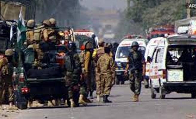 Pakistan'da Çin Konsolosluğu'na bombalı ve silahlı saldırı