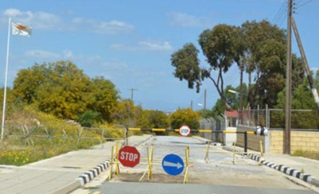 Derinya'da sınır kapısı için iki karşıt etkinlik