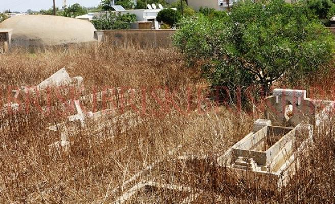 Kıbrıs'ta mezarlıklar konusu insanlık ayıbı