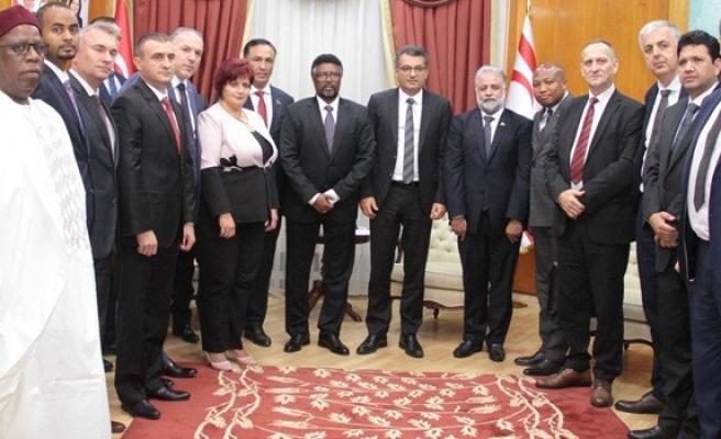 Erhürman yabancı ülkelerden gelen parlamenterleri kabul etti