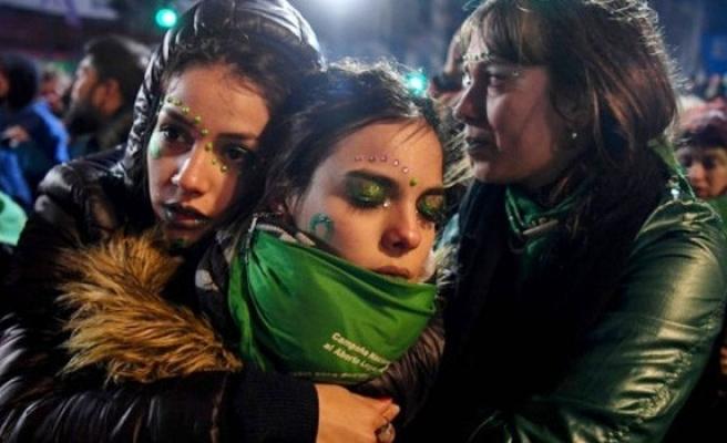 Arjantin'de kürtajı serbest kılan yasa tasarısı kabul edilmedi