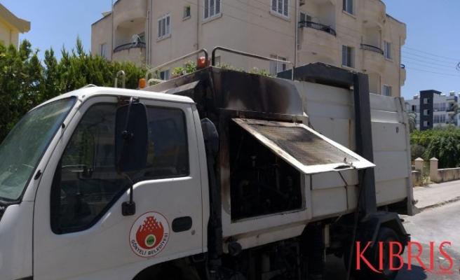 Gönyeli Belediyesi'nin aracı yandı