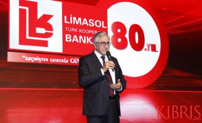 Limasol Türk Kooperatif Bankası'nın Gala Gecesi'ne katıldı