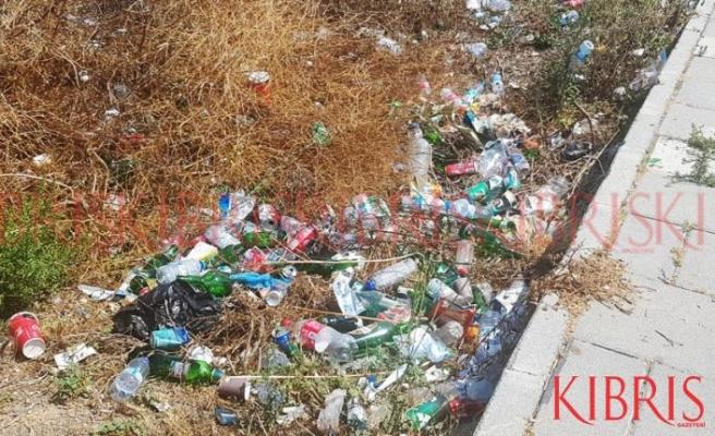 Metehan yolu çöpten geçilmiyor