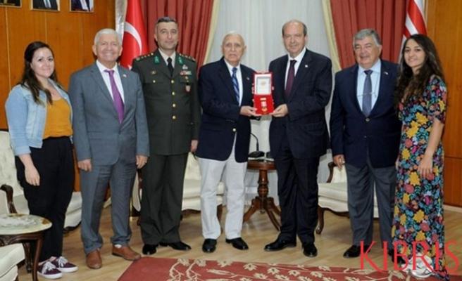 Tatar'dan  Barış Harekatı Komutanının anısına madalya