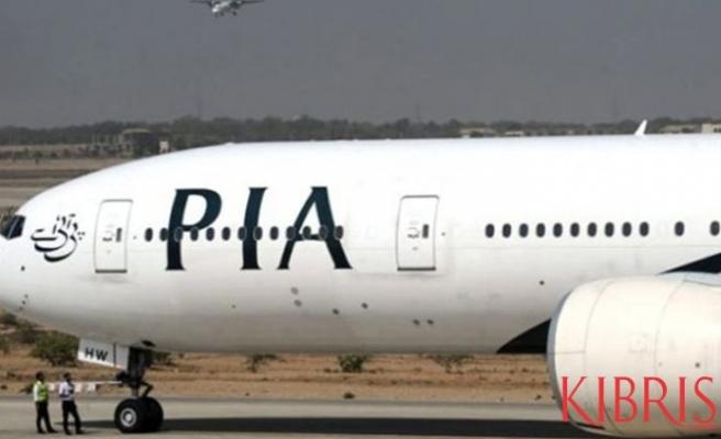 Yolcu, uçağın acil çıkış kapısını tuvalet sanıp açtı