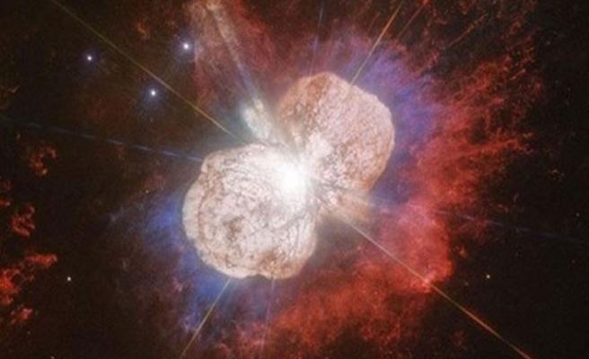 Hubble teleskobu 170 yıl önceki yıldız patlamasını kaydetti