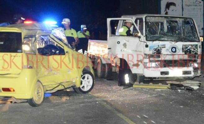 Yeşilyurt'taki kazada yaralanan iki genç yoğun bakıma alındı