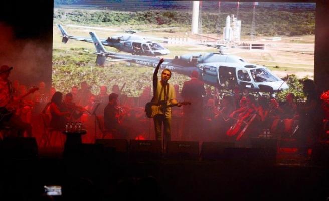 Konserde CSO ile Mor ve Ötesi sahne aldı