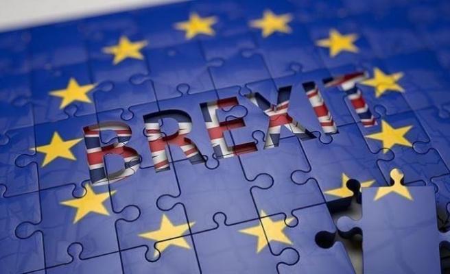 AB İngiltere'nin Brexit'i erteleme talebini kabul etti